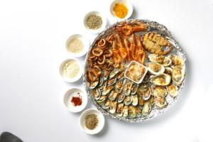 seafoods in a circular basket